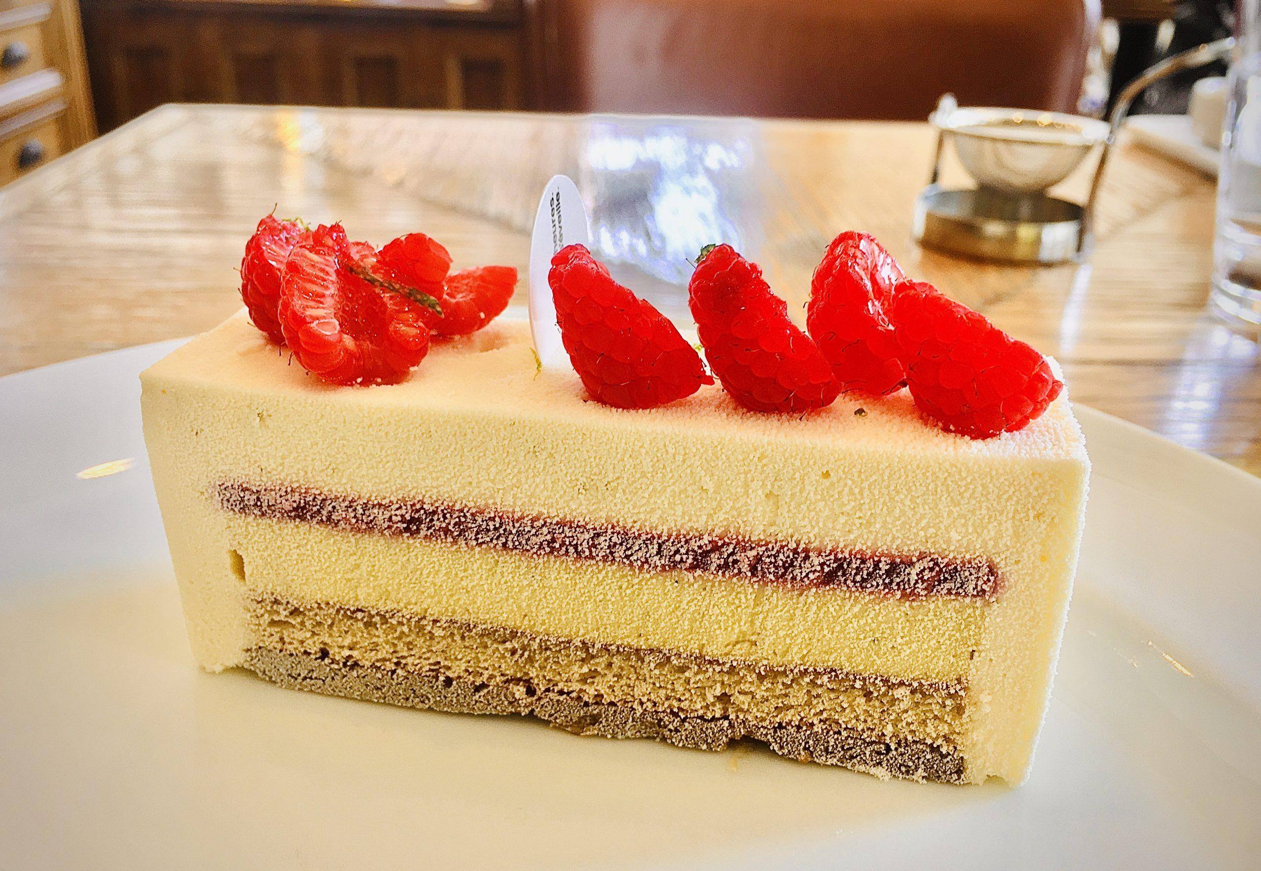 【まるで芸術品!】自由が丘の老舗パティスリー「パリ・セヴェイユ」のケーキを食べてみる